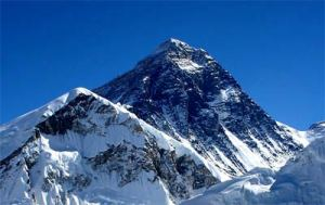 climbing mount everest 5 100 Gunung Tertinggi Di Dunia